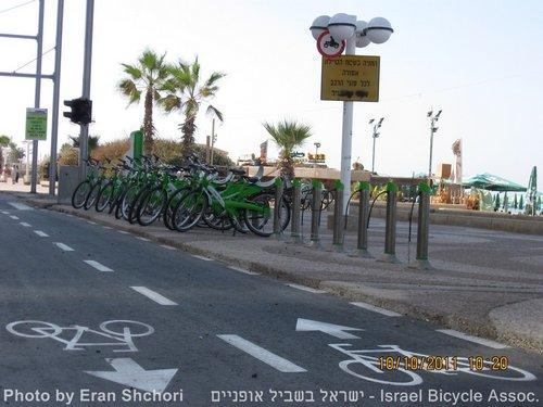 רון חולדאי חונך את רמזור האופניים