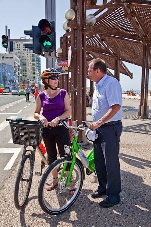 """נטע דוידי מ""""ישראל בשביל אופניים"""" בשיחה עם רון חולדאי"""